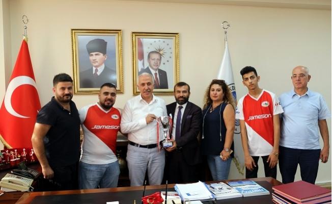 Şampiyonluk Kupasını Başkan Gültak'a Getirdiler