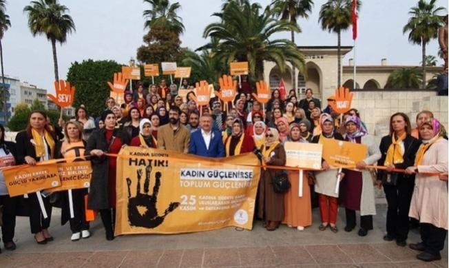 AK Parti'li Kadınlar, Şiddete Karşı Yürüdü