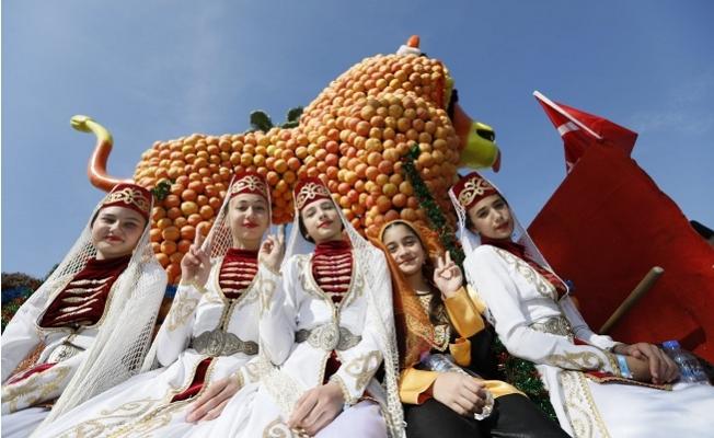 Mersin, Karnaval Gibi Bir Festivale Ev Sahipliği Yaptı