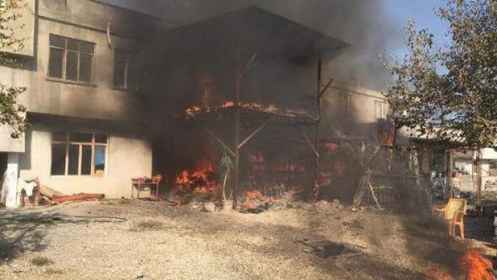 Samanlıkta Başlayan Yangın evi Kullanılamaz Hale Getirdi