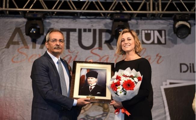 Tarsus'ta Dilek Türkan Konseri, Atatürk'ün sevdiği şarkılar