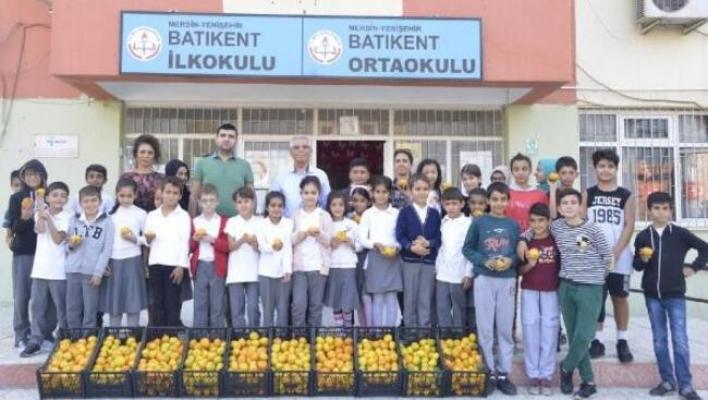 Yenişehir Belediyesi, Öğrencilere Narenciye Dağıttı