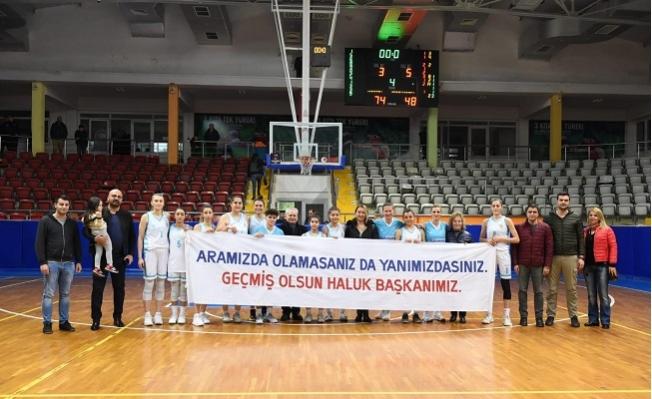 Kadın Basket Takımından Anlamlı Pankart