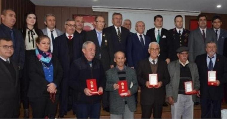 Kıbrıs Şehit Yakınları ve Gazilere Madalya
