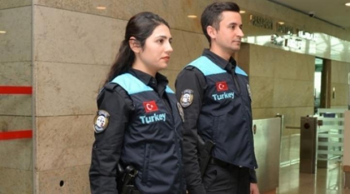 MHP'den Pasaport Polislerinin Kıyafetlerine Tepki: 'İlkokul Çocukları Gibi'