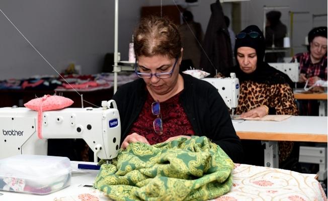 Büyükşehir'den Engelli Çocukların Annelerine Dikiş Kursu