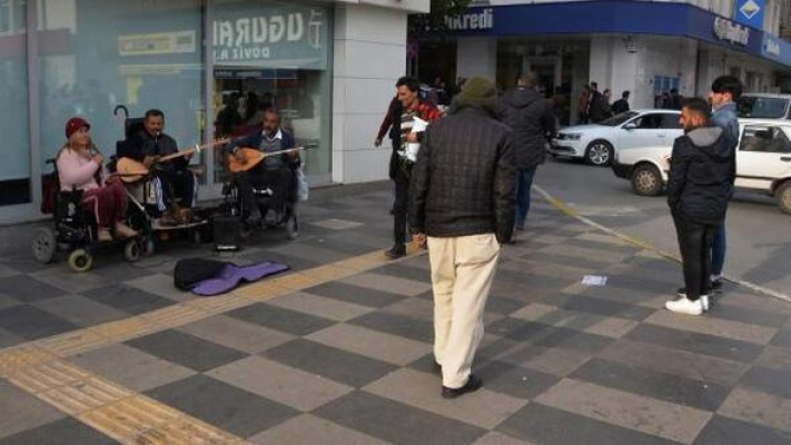 Engelli 3 Arkadaş Müzikle Hayata Tutunuyor