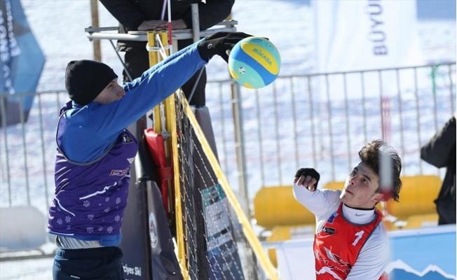 Kar Voleybolu Heyecanı Toroslar'da
