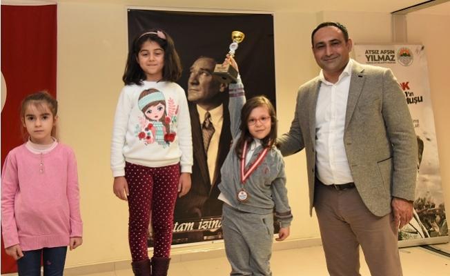 Kurtuluş Kupası Satranç Turnuvası'nın Ödülleri Sahiplerini Buldu
