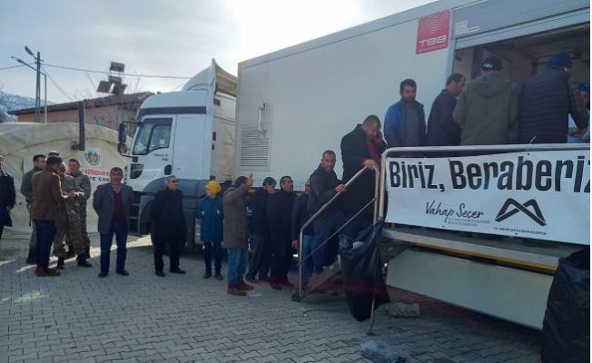 Mersin Büyükşehir Belediyesi Ekipleri, Depremin Yaralarını Sarıyor
