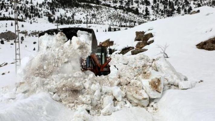 Yoğun Kar Yağışı Gülnar-Silifke-Mut Yollarını Kapattı