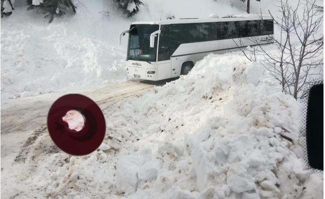 Mersin'de Yolda Mahsur Kalan Öğrencileri Kurtardı