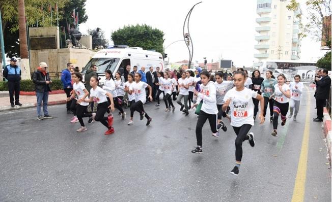 Öğrenciler Kurtuluş Koşusu'nda Dereceye Girmek İçin Kıyasıya Yarıştılar