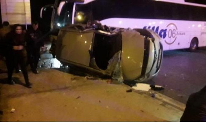 Tarsus'da Yolcu Otobüsü İle Otomobil Köprüde Çarpıştılar