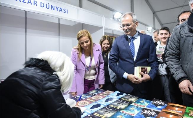 Tarsus Kitap Fuarı'na İlk Günden Yüzlerce Ziyaretçi Akın Etti