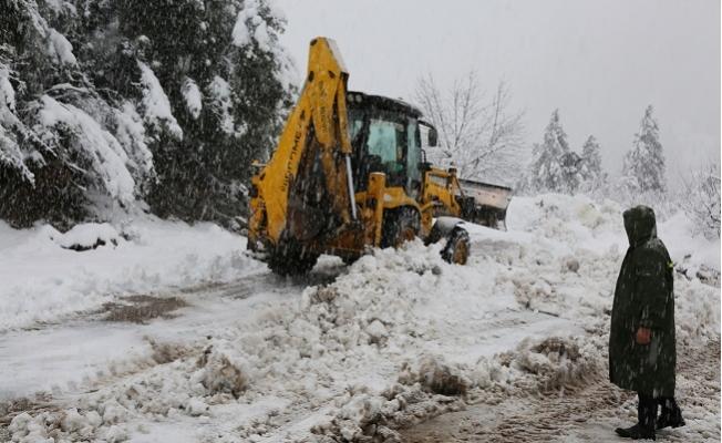 Toroslar'da Sağanak Yağış ve Fırtınaya Mücadele Sürüyor