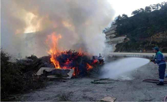 Anamur'da Moloz Deposu Yangını, 2 Saatte Söndürüldü