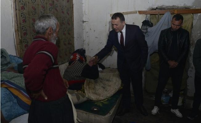 Başkan Özyiğit, Felçli 74 Yaşındaki Yaşlı Kadına Yardım Eli Uzattı