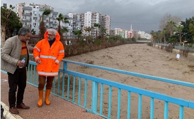 Büyükşehir Ekipleri, Fırtına ve Sel Uyarıları Sonrası Harekete Geçti