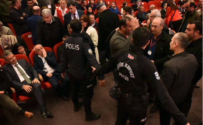 CHP Mersin İl Kongresine Çevik Kuvvet Damgası