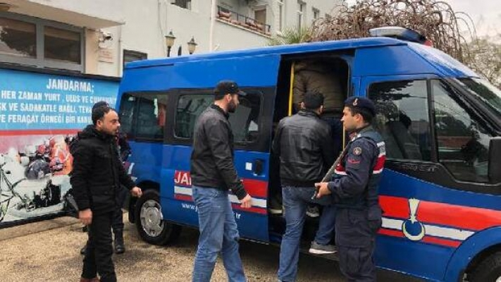 Kaçak Göçmenler Sürat Teknesine Binerken Yakalandı