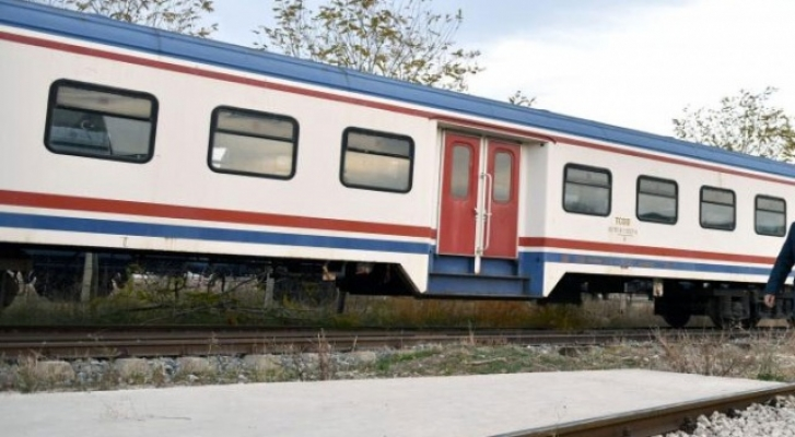 Taşlanan Trenin Makinisti Yaralandı