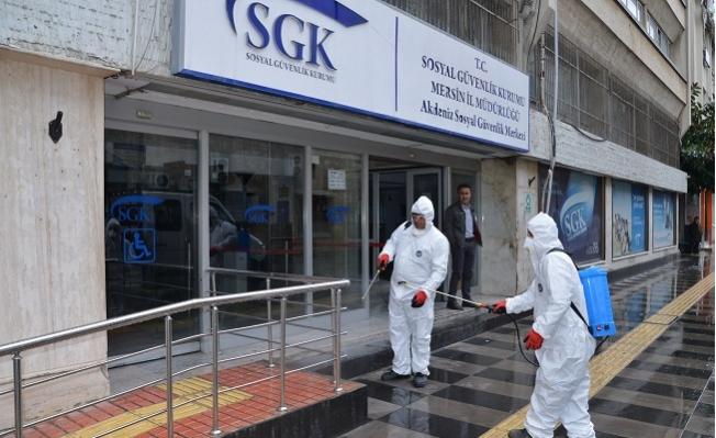 Akdeniz Belediyesi, Corona Virüsüne Karşı Resmi Kurumları İlaçlıyor