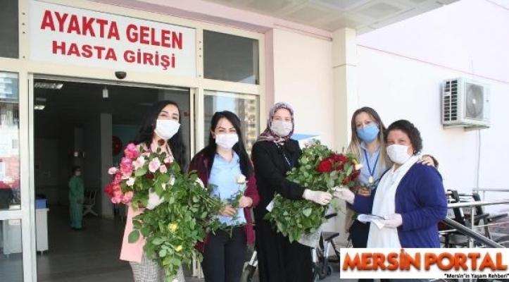 Erdemli´de Sağlık Çalışanlarına Çiçekli Destek
