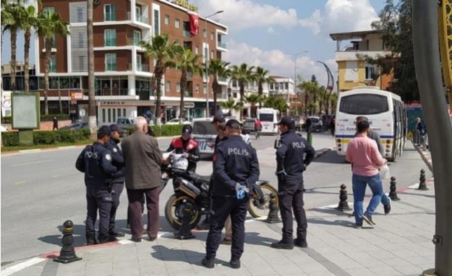 Mersin'de 65 Yaş Yasağına Uymayan 20 Kişiye Para Cezası
