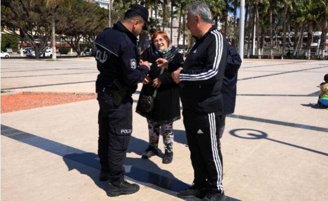 Mersin'de 65 Yasağına Uymayanları Polis Evlerine Gönderdi