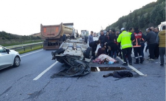 Otomobil, Kamyona Çarpıp, Takla Attı: 7 Yaralı
