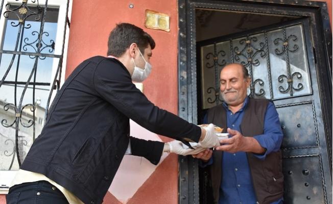 Tarsus Belediyesi'nden 65 Yaş Üstü Yaşlılara Sıcak Yemek