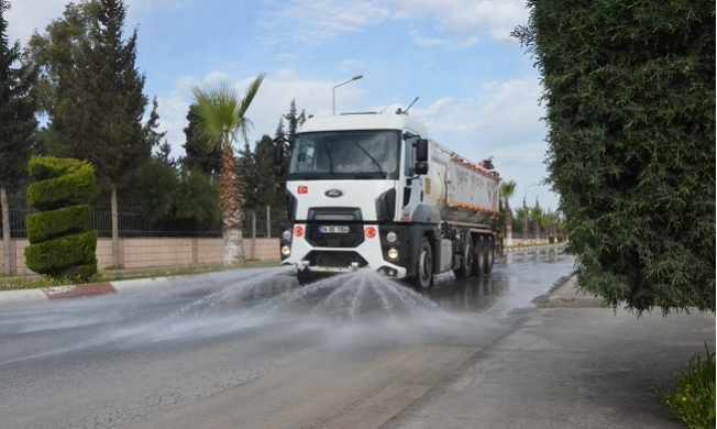 Tarsus'ta Caddeler Dezenfekte Ediliyor