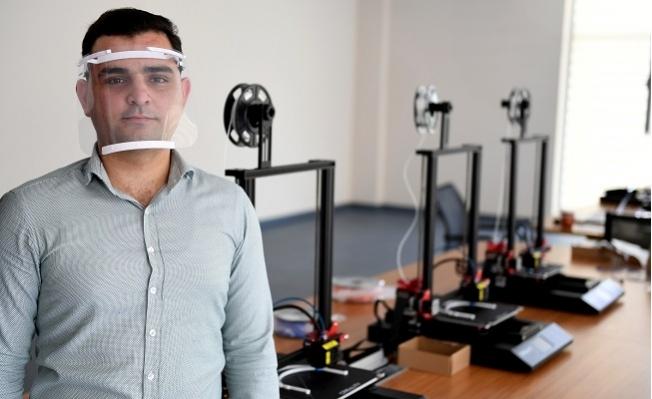 Mersin'de Belediye 3D Yazıcılarla Siperlik Maske Üretiliyor