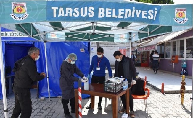 Tarsus'da Vatandaşa Dezanfektan ,Maske ve Akıllı Bileklik