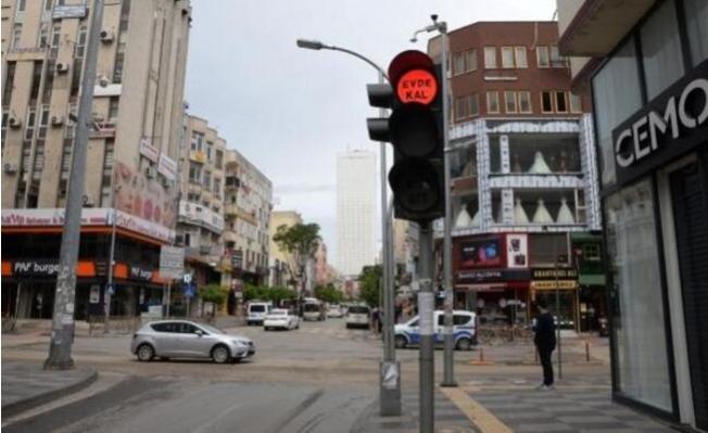 Trafik Işıklarında 'Evde Kal' Mesajı