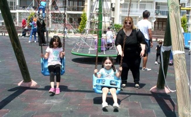 Erdemli'de Yasakların Kalkmasıyla Çocuklar Parka Akın Etti