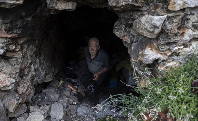 Mersin'de 15 Yıldır Mağarada Yaşıyor