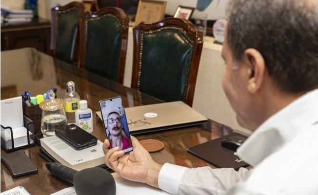 Başkan Seçer, YKS Sınavı Öncesi Engelli Öğrenciye Moral Verdi.