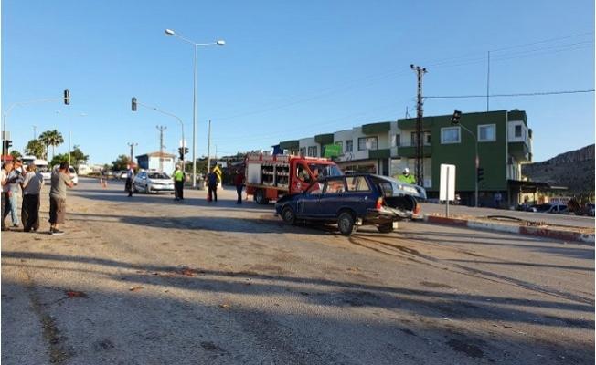 Mut'da Kamyonet ve Otomobil Çarpıştı: 4 Yaralı