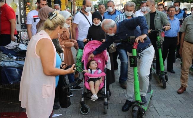 Akdeniz Belediye Başkanı Gültak'dan Scooter'la Kent Turu