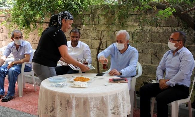 Başkan Gültak'dan Müfide İlhan ve Karacailyas Mahalllerine Ziyaret