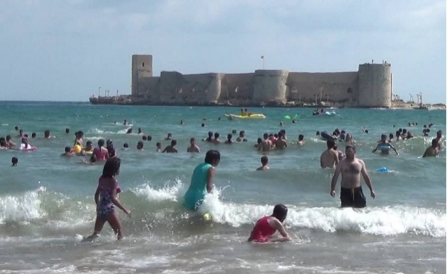 Coronavirüs Tedbirleri Gevşetilince Mersin'de Vatandaşlar Plajlara Koştu