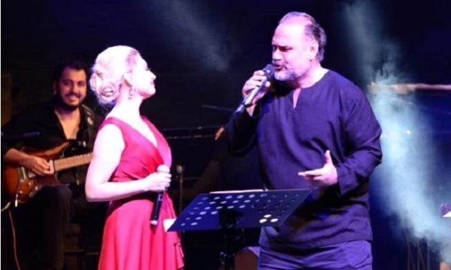 Hakan Aysev ile Funda Uyanık'tan Büyüleyen Konser
