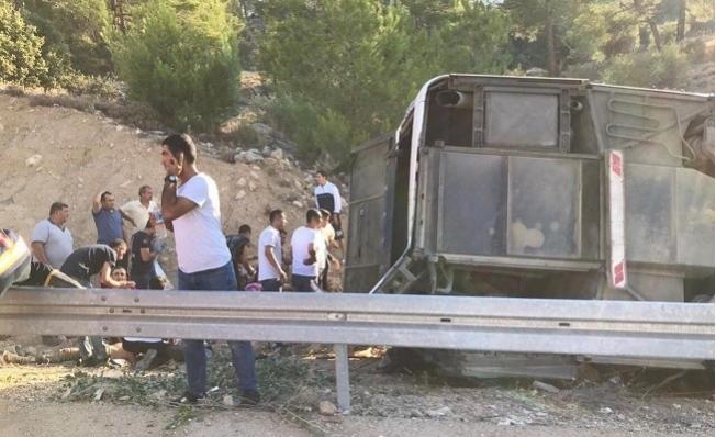 Mersin'de Otobüs Kazası Sonrası Milli Savunma Bölgeye İntikal Etti.
