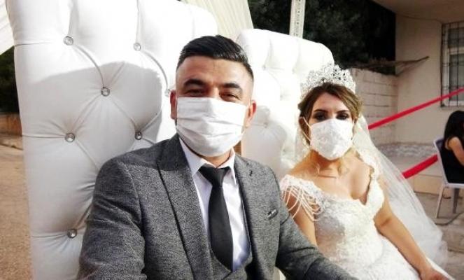 Mersin'de Sağlık Çalışanından 'Örnek Düğün'