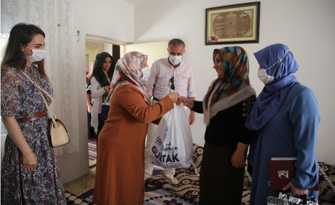 Başkan Gültak'ın Eşi Behiye Gültak , Şehit Ailelerini Ziyaret Etti