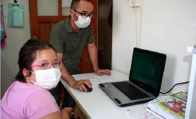 Engelli Öğrenci Ayşe'nin Bilgisayar ve İnternet Sevinci