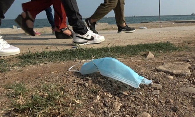 Mersin'de Sokağa Atılan Maskeler Tehlike Saçıyor