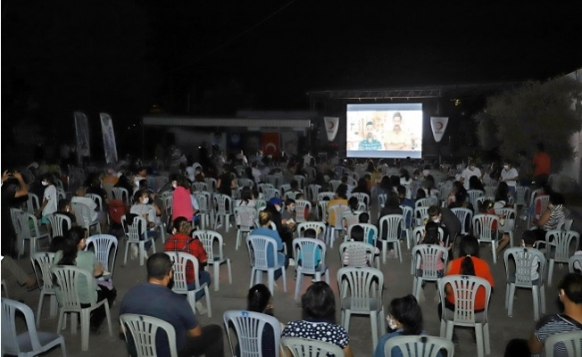 Akdeniz'de Anne Çocuk El Ele Yazlık Sinemaya Etkinliği